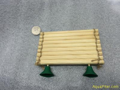 Плотик для черепах из дерева, средний, с присоской