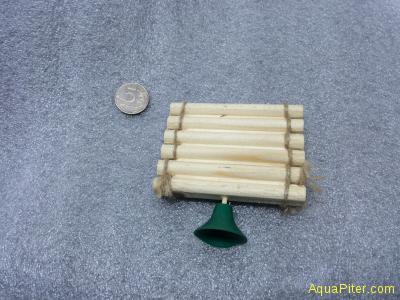 Плотик для черепах из дерева, малый, с присоской